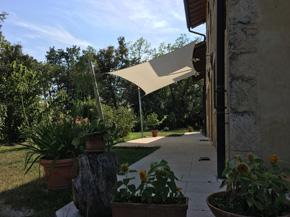 trójkątny żagiel przeciwsłoneczny